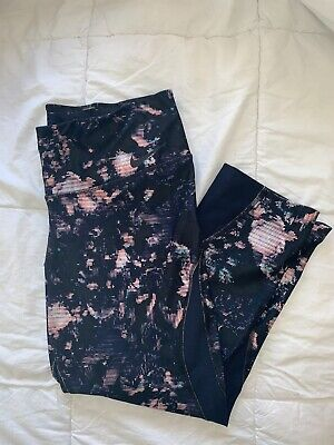 NIKE WOMENS 3/4 patterned tights size M