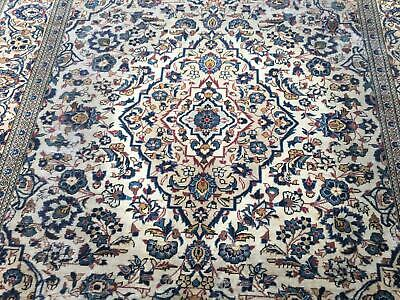 A WONDERFUL OLD HANDMADE TRADITIONAL ORIENTAL RUG (330 X 234 cm)