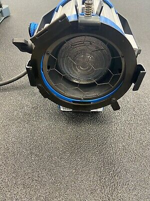 ARRI 300 Plus Tungsten Fresnel Light (Silver/Blue) Used