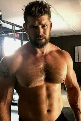 Shirtless Male Muscular Beefcake Hunk Hairy Chest Abs Close Peek PHOTO 4X6 F1893