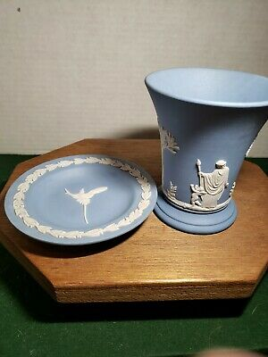 """Vintage Wedgwood Tumbler Vase-Cup 4""""With Plate. 1957 Blue and white. England."""