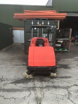 Ride On Floor Cleaning Machine Hakomatic B1100 Pre-sweep Scrubber Dryer