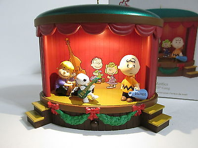 Snoopy Peanuts Charlie Brown Hallmark Christmas Ornament Figure Figurine 2012
