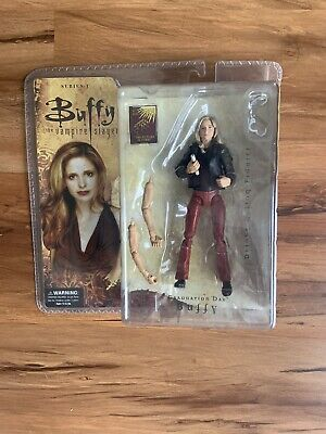 """Graduation Day"" Buffy - Buffy the Vampire Slayer Deluxe Action Figure"