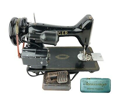 Antique Vintage Singer Sewing Machine 66 CAT. NO. RFJ5-8 Simanco Great Britain