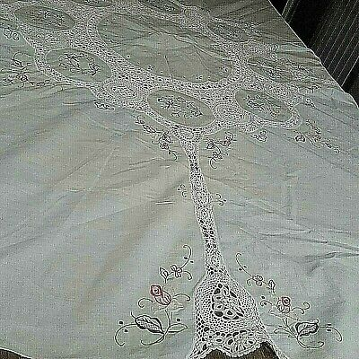 Vintage Round Embroidered Tablecloth With Crochet Design 165 By 157 Cm