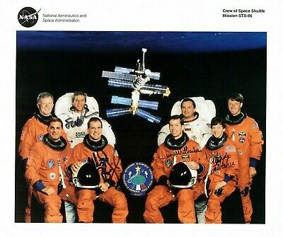 STS-86 Crew Photograph Signed by Astronauts Prarazynski, Bloomfield, Wetherbee,