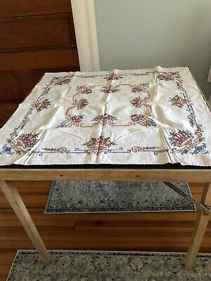Old-School Embroidered Tablecloth Crisp Floral Pure American Heartland