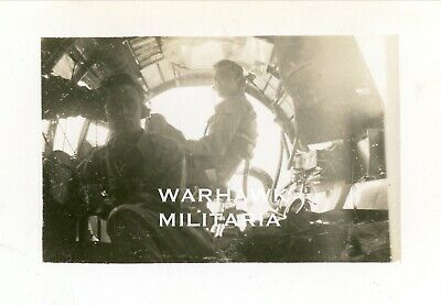 Org. WWII Photo: US B-17 Crewman In Aircraft Over ETO