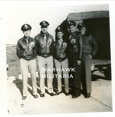 Org. WWII Photo: US B-17 Crew members Posing With A-2 Jackets