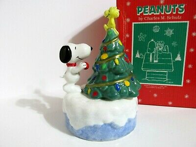 Snoopy Peanuts Charlie Brown Willitts Christmas Ceramic Music Box Figurine 1990