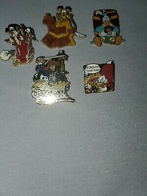 Pirates of the Caribbean 5 piece set Donald, pluto, Dale + trading pin