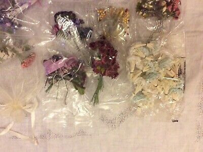 Large job of craft items hair accessories , flowers , combs etc