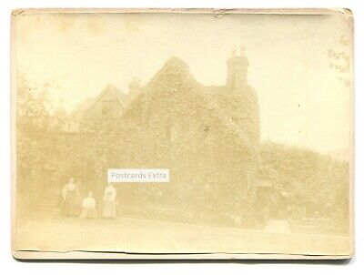 Goring-on-Thames - Manor Cottage & women - photograph from 1896