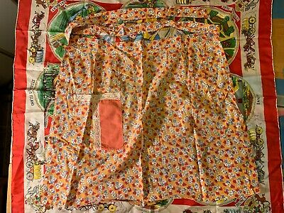 Vintage half apron with pocket and lace on pocket flower pattern amazing shape!!