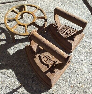 2 Antique Flat Irons & Trivet 1×Silvester's Salter 1×Unknown Door Stop Bookends