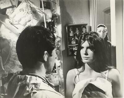 """DUSTIN HOFFMAN /& KATHARINE ROSS IN /""""THE GRADUATE/""""  8X10 PUBLICITY PHOTO ZZ-831"""
