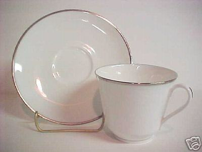 Royal Doulton Signet H4974 Cup and Saucer Set(s)